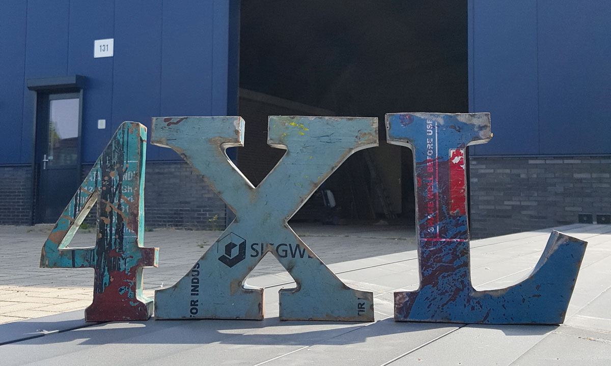 4XL loods letters